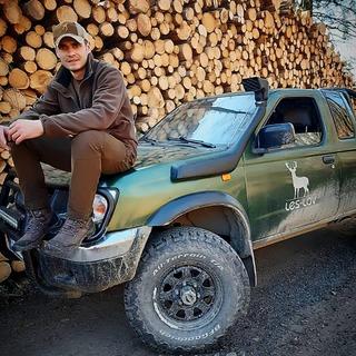 🌲-🐗 Oblečení Pinewood si hodně oblíbili lesníci a zaměstnanci LČR. 🌳-🌲 Nissan zvládne každý terén 🏞️ #leslovtrebic #myslivcuvobchod . . #pinewood #pinewoodclothing #pinewoodhunting #forest #pinewoodoutdoors #lesnik #lesnictvi #offroads #offroadracing #bfgoodrichko2 #nissannavara #nissankingcab #nissanfrontier #lesy #drevo #drevorubec #woodworkers #woodworkerlife