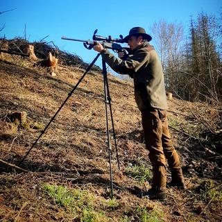 🌲-🐗 Střelecké hole Vanguard jsou výbornými pomocníky při lovu v otevřeném terénu. Překvapí svojí perfektní kvalitou a příjemnou cenou. #leslovtrebic #myslivcuvobchod . ⬇️ https://myslivcuvobchod.cz/148_vanguard . #pinewood #pinewoodclothing #blaserr8 #blaserultimate #zeissconquestv4 #zeisshunting #hunting #jagd #polovnictvo #polovnik #oxota #myslivost #bipod #strelba #srnec #lovectvi #lovec #huntingfamily